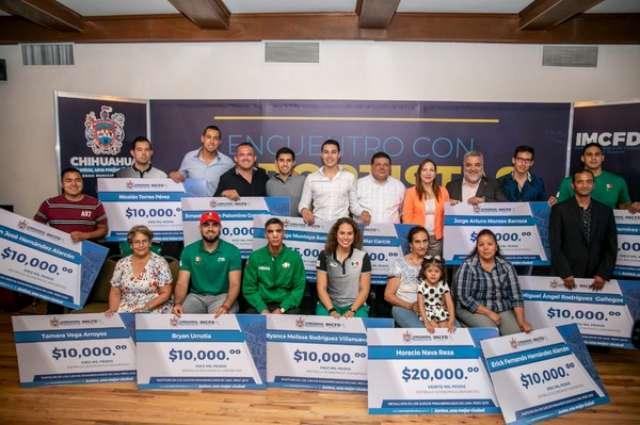 ENTREGA GOBIERNO MUNICIPAL ESTÍMULOS ECONÓMICOS A ATLETAS PARTICIPANTES EN LOS JUEGOS PANAMERICANOS 2019